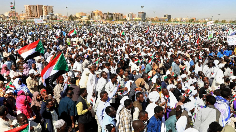 Sudanese protesters in front of Omar Al Bashir's residence.