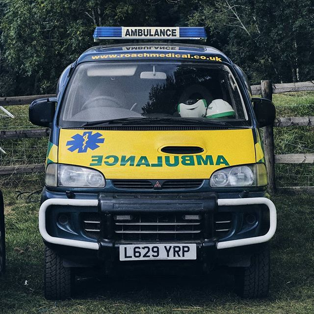 One cool ambulance. - #mitsubishi #mitsudelica #mitsubishidelica #offroad #offroadvan #4x4 #4x4van #4wdvan #campervanlicious #mitsubishil300 #delica #delical300 #l300 #vanlifediaries #homeiswhereyouparkit #campervanlife #camperlife #overland #overlandkitted #overlanders #spacegear