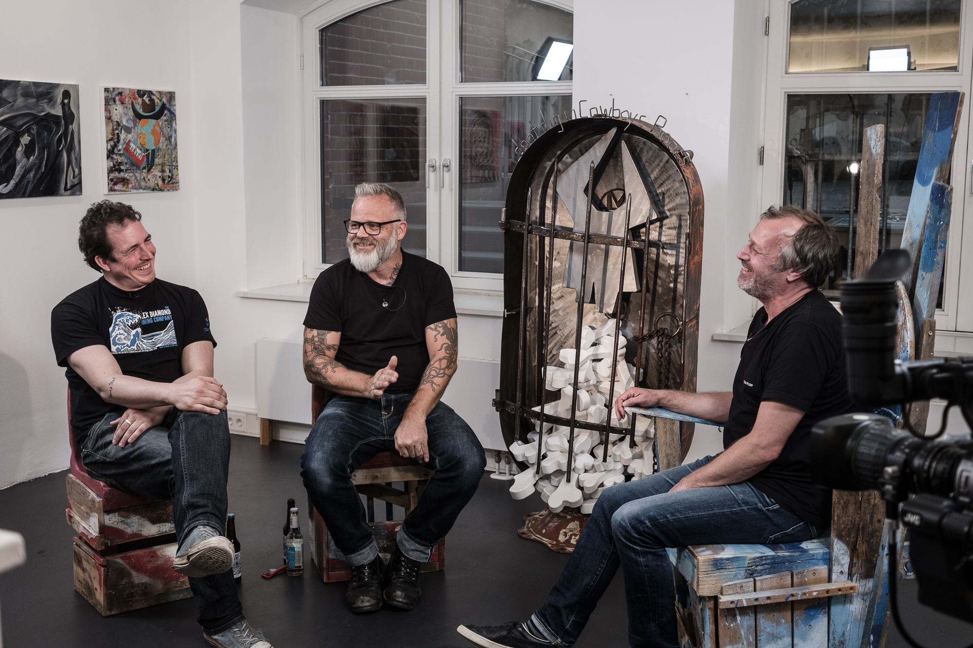 """heliumTALK TV-show at the gallery with (from left to right) Jannes Vahl, Jörg Heikhaus and Ralf Krüger, our guest in our """"COWBOYLAND - 15 years of heliumcowboy"""" special Summer 2017"""