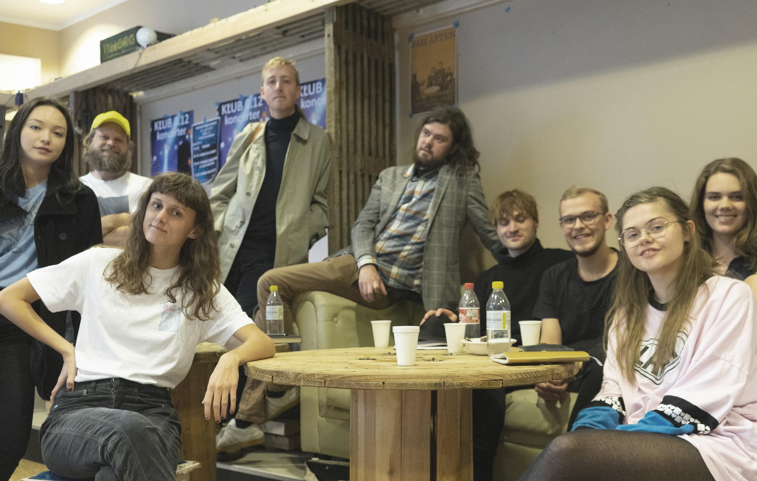 9 unge sangskrivertalenter fra MGK i Aarhus, Viborg og Holstebro har skrevet 7 nye Sange til Verden med hjælp fra musiker Gisli Gislason. Sangene er en del af projektet Sange til Verden, der tager afsæt i FN's 17 verdensmål til bæredygtig udvikling.