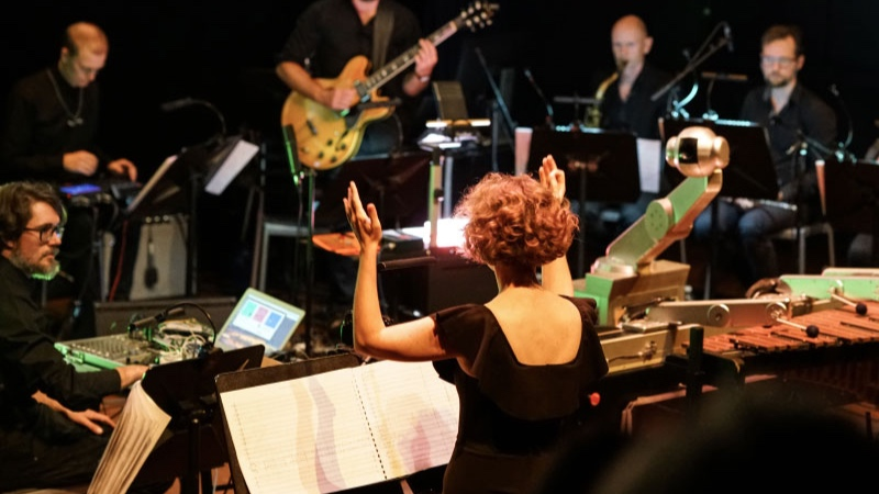 WE ROBOTS AF SIGNE BISGAARD & MORTEN RIIS  Aarhus Jazz Orchestra feat. Shimon the Robot  September 2019