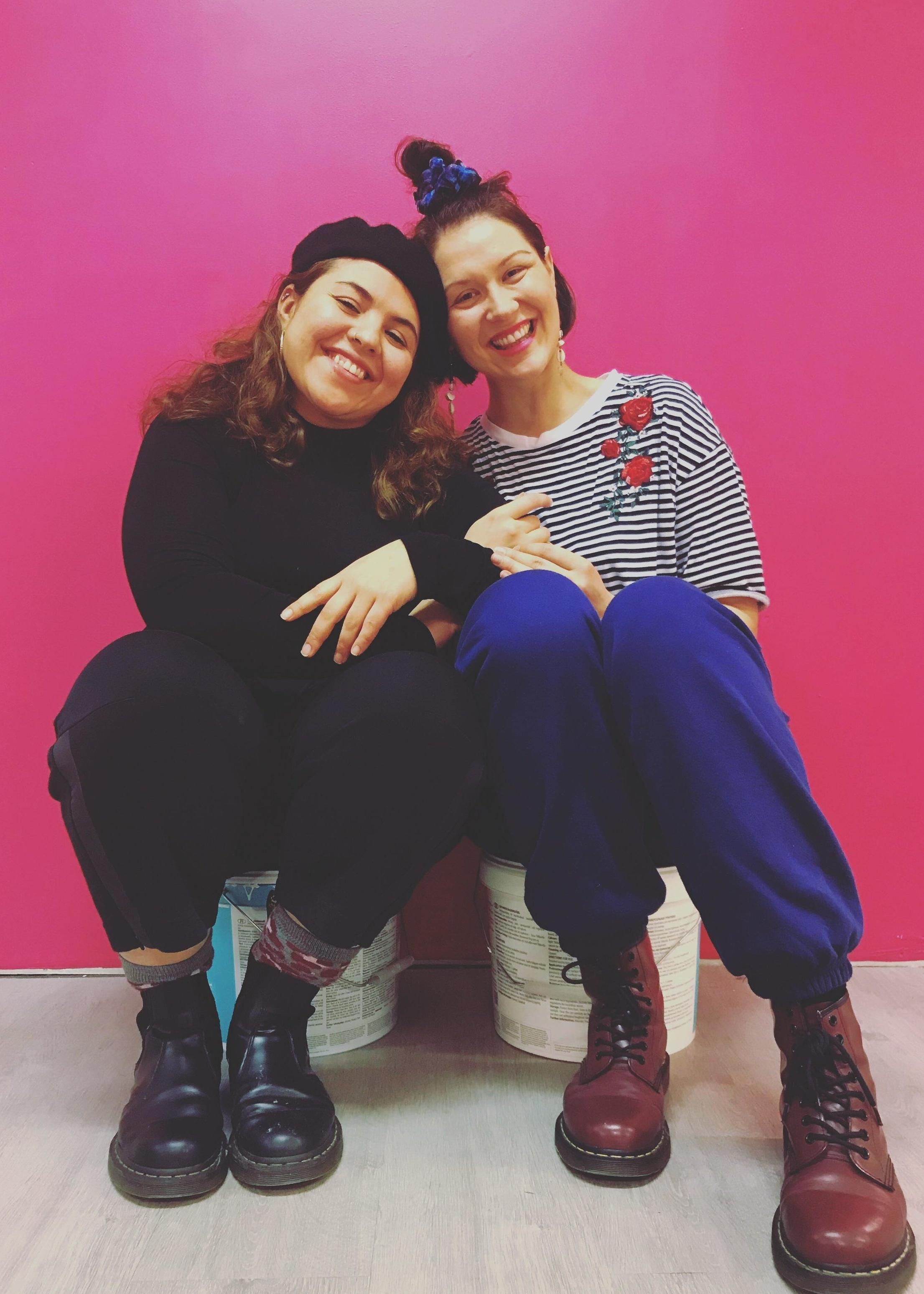 Sumi Moreno ja Sanna Yrjänheikki aloittivat yhteistyön Hiushuone Dandyn aloittaessa toiminnan Pihasalin tiloissa.