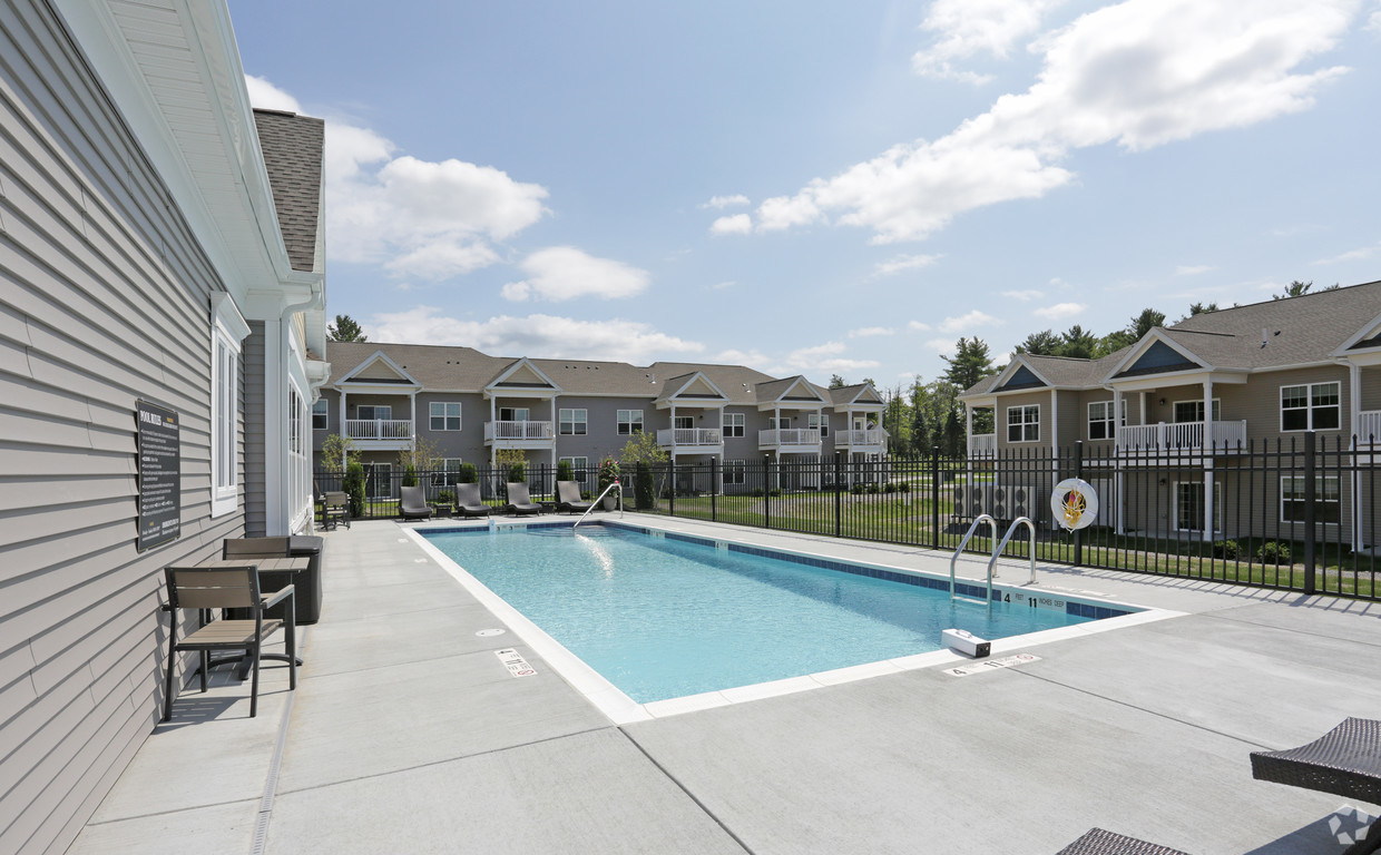 Apartment with a pool in Ithaca, NY