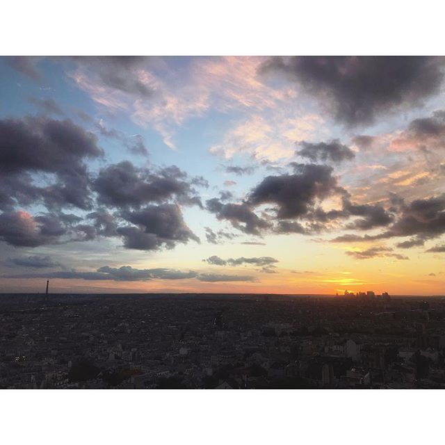 Amazing sunset 🌇 • • • #photooftheday #photographer #view #paris #cityoflove #sunset #sun #amazing #panam #love #ladefense #cloud #eiffeltower #night #fun #crazy #wonderful #placetobe #onthetop #top #lifestylephotography #contrast #nofilter #nofilterneeded #like #likeforlike #endoftheday