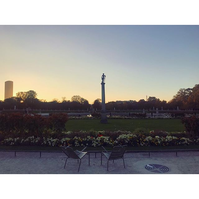 Love and sun 💞 • • • #discovertheworld #frencheverywhere #frenchgirl #nofilterneeded #paris #pariscollection #pariscollectionstore #sun #love #fun #sunny #sunset #effieltower #montparnasse #montparnassetower #jardinduluxembourg #garden #pariscity #cityoflove #funny #amazing #walking #likeforlike #photography #photoofparis #lovely #picoftheday #photooftheday #workinggirl