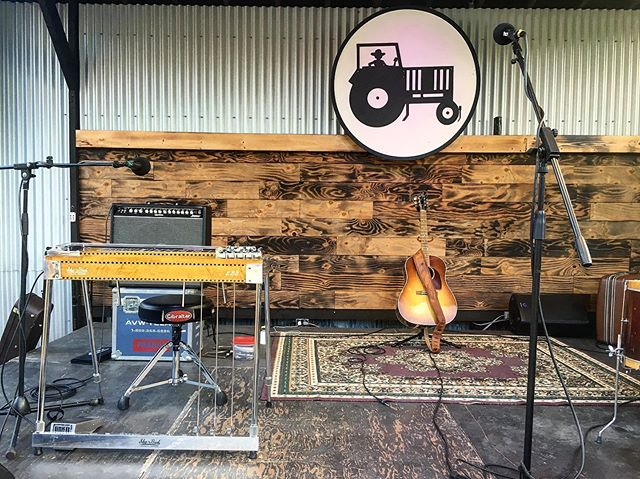 All set to go at the @tractorgrease_cafe!  @thesturgeons #pedalsteel #shobud @quilterlabs
