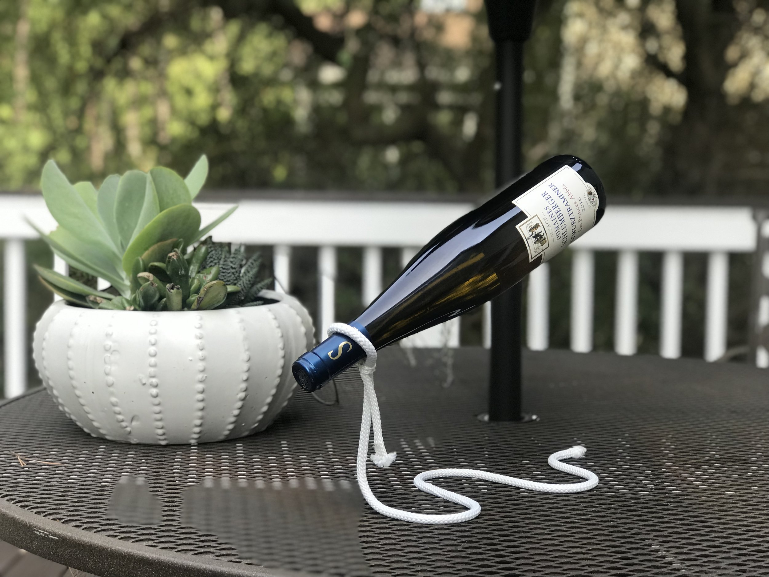 Floating Wine Bottle Holder Lasso.jpeg