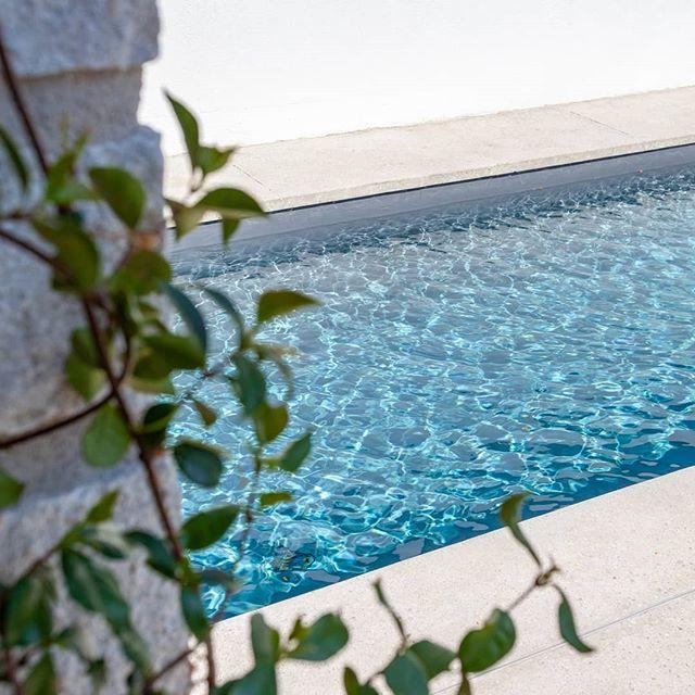 Il est temps de faire un gros plouf... un belle été  à tous 🏄♀️🚵♂️🧗♀️🧘♂️🍸🍹🍻 L'agence ferme on se retrouve en septembre en pleine forme😎😎😎 architecture#vast#swimmingpool#sumer#holidays#off