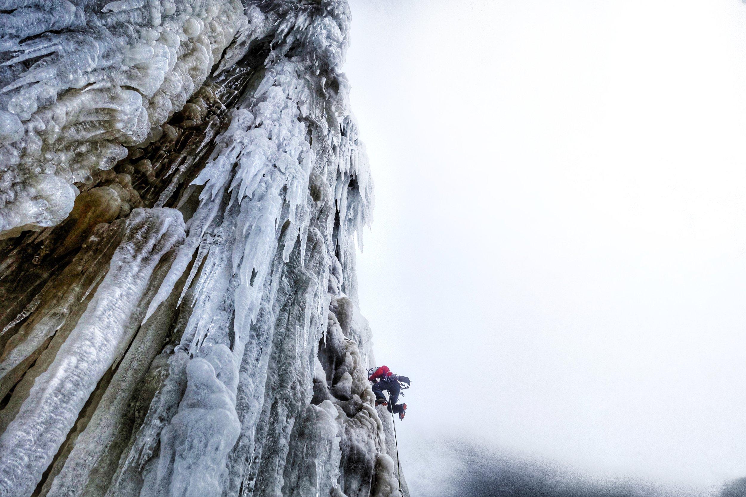 Matthias Scherer on Fjåene Fossen, Eidfjord Norway - picture Tanja Schmitt