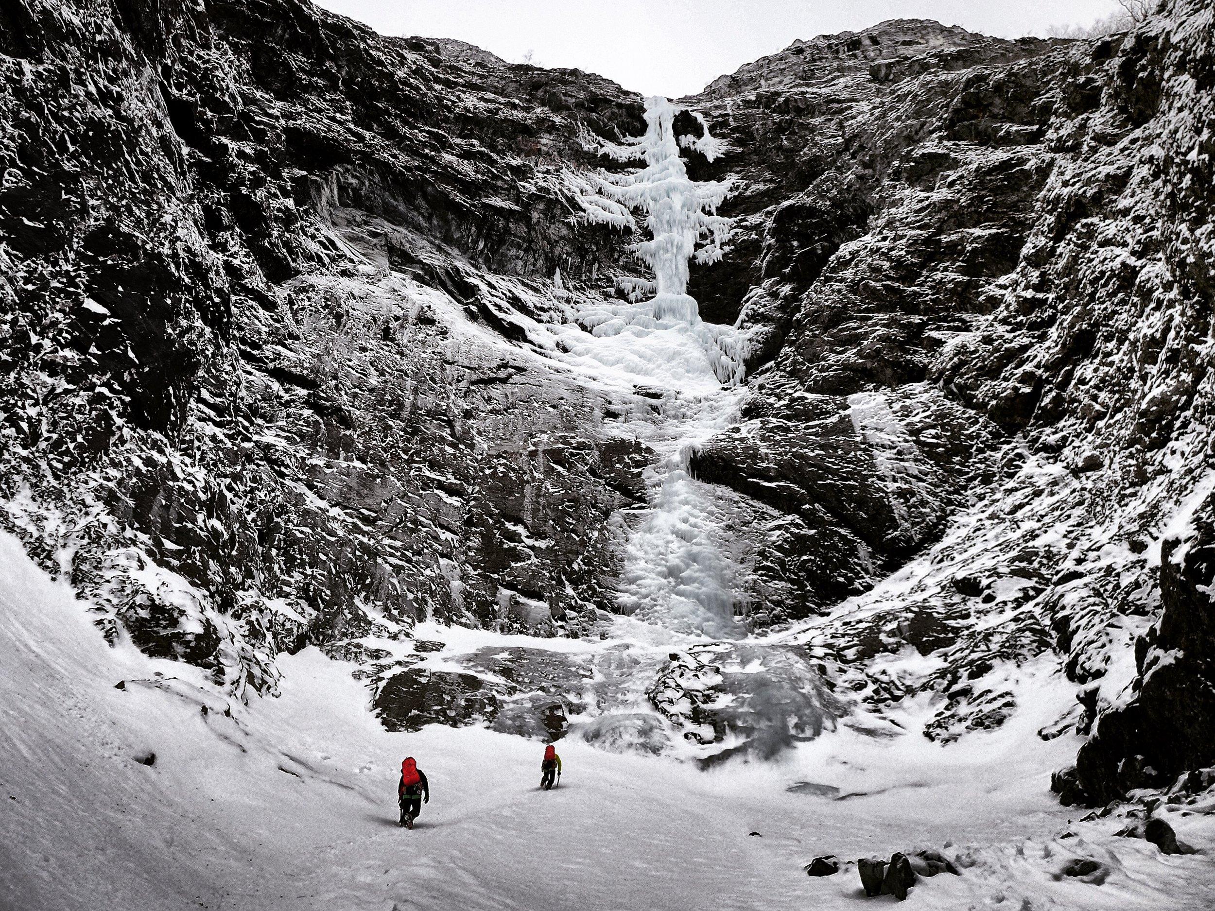 Tanja and Heike Schmitt approaching Svartberg Fall, Gudvangen, Norway - picture Matthias Scherer