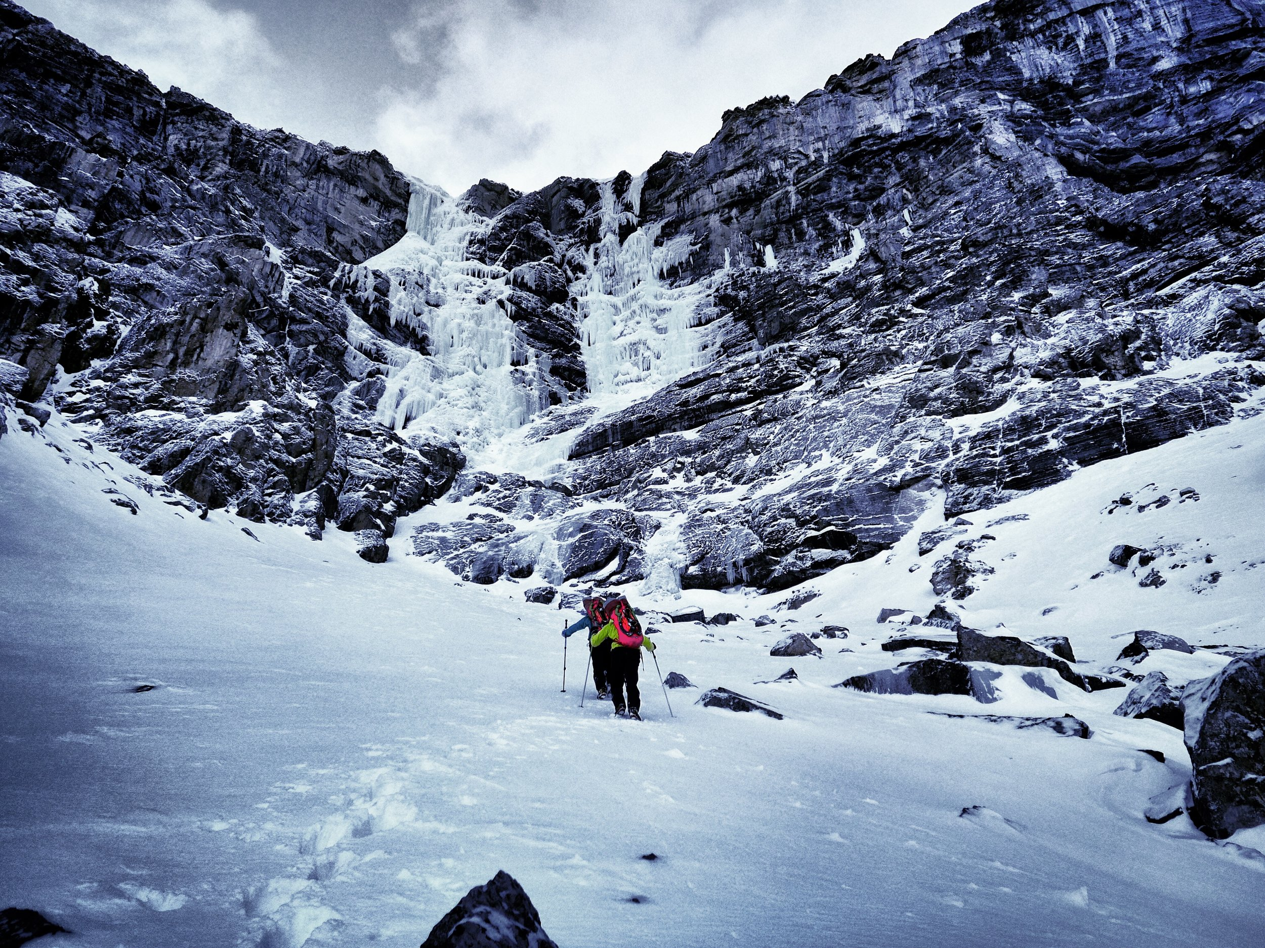 Tanja and Heike Schmitt approaching Virtual Reality December 2015, Icefieldsparkway, Canada picture Matthias Scherer