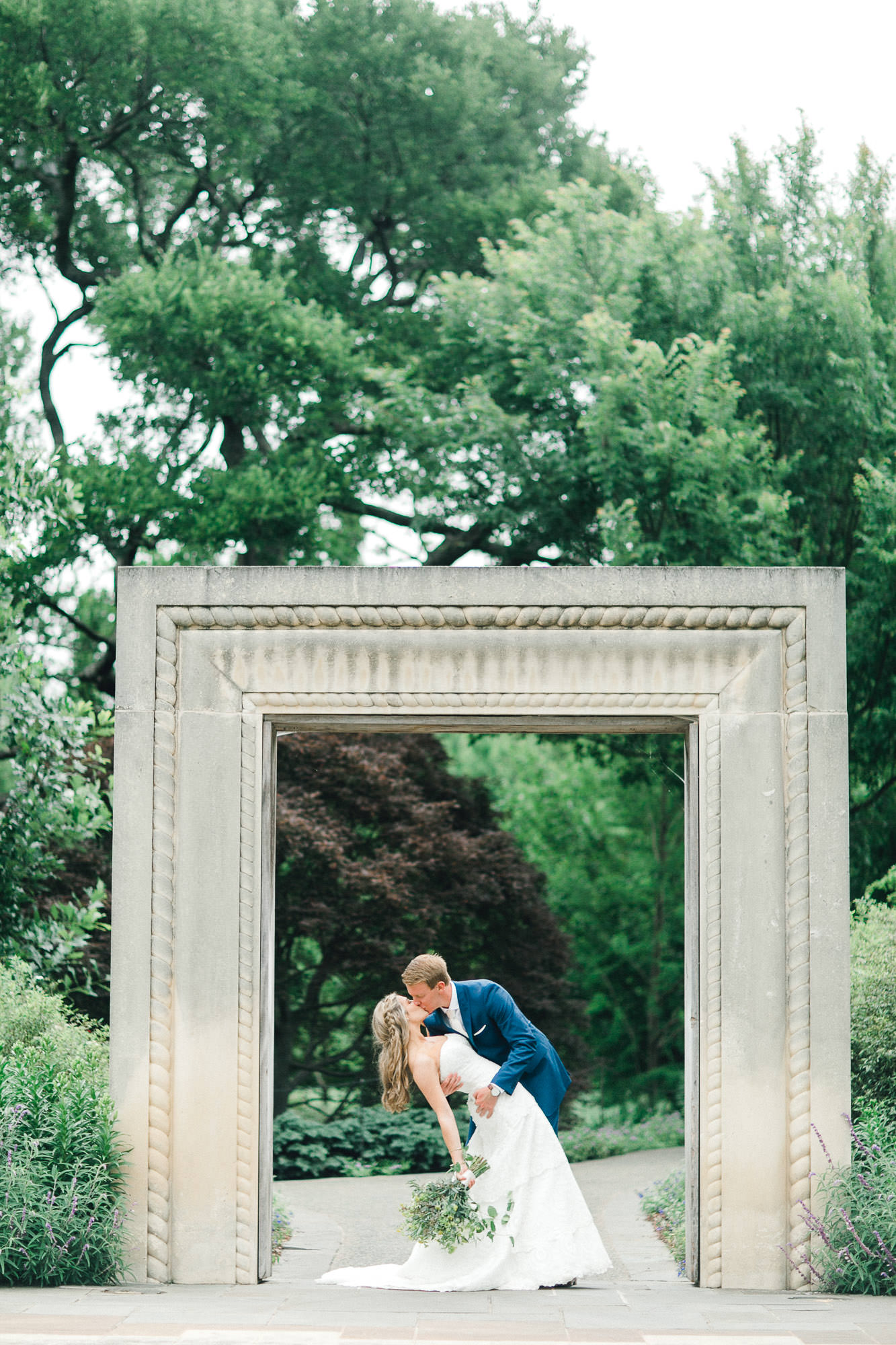 addie-michael-dallas-arboretum-weddings0054.jpg