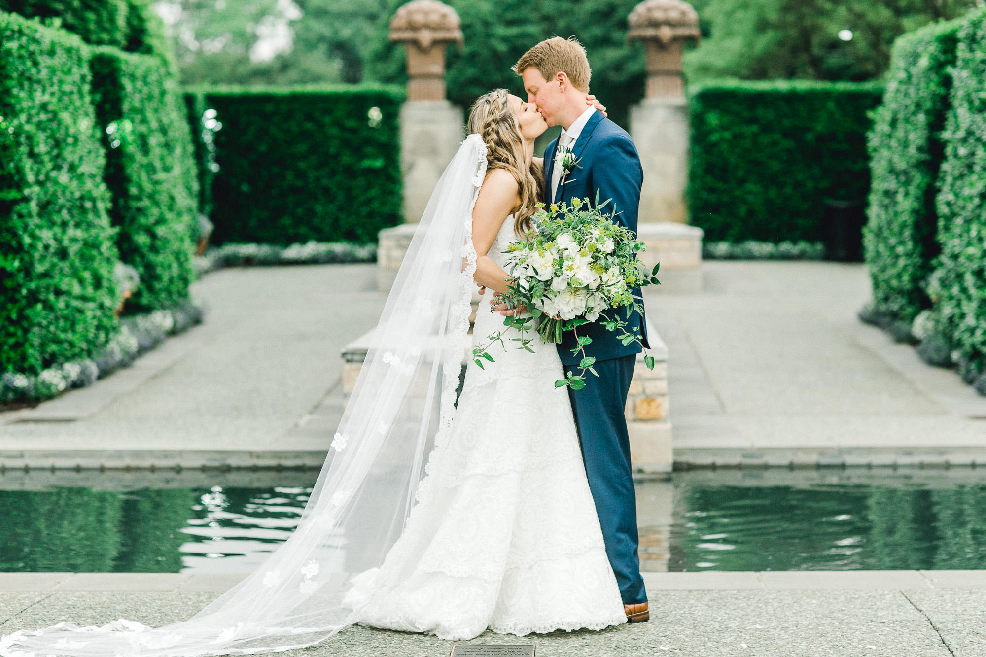 addie-michael-dallas-arboretum-weddings0100.jpg