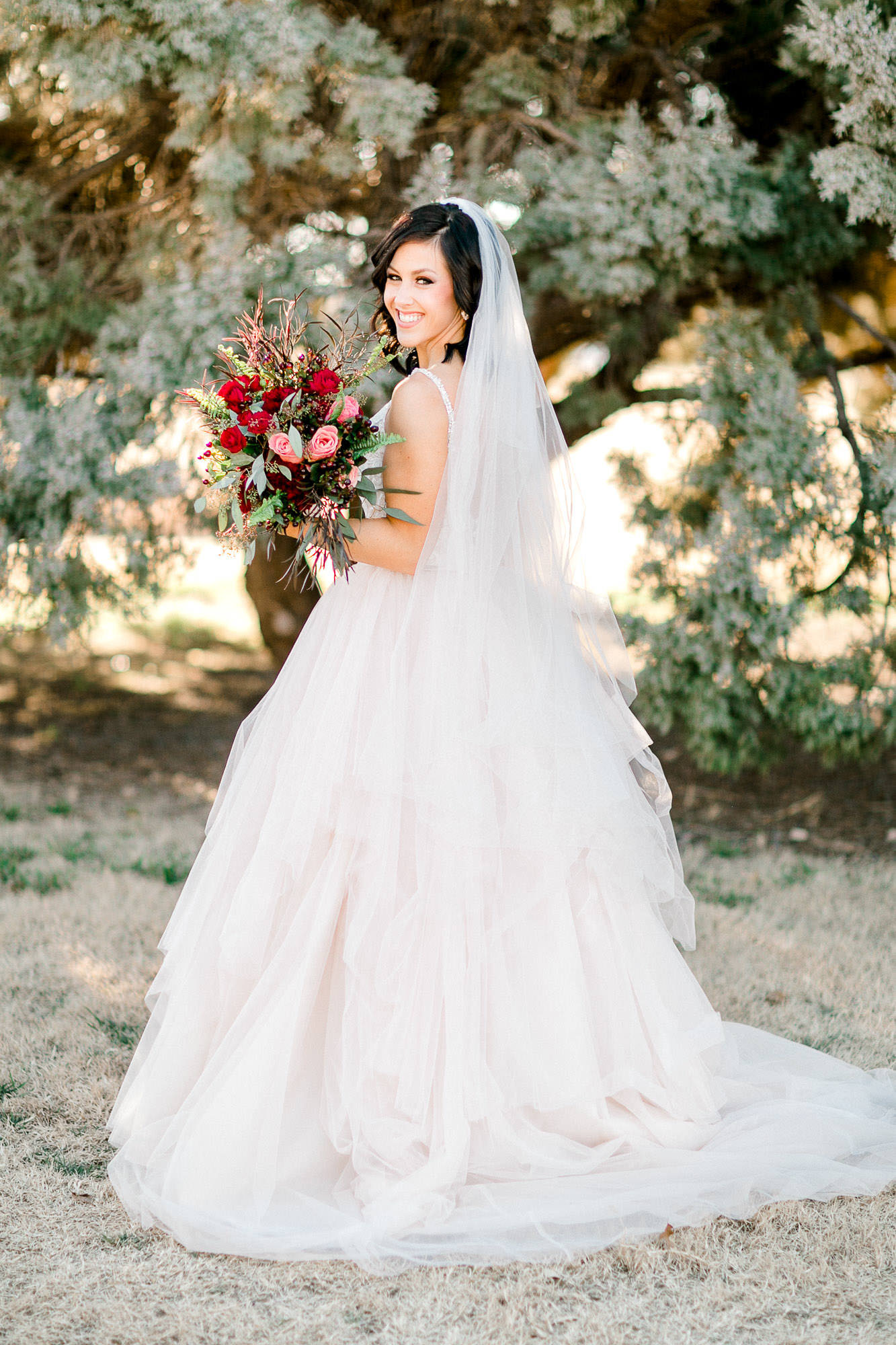 alleej-lubbock-wedding-photographer-bridal-sessions-caprock-winery-texas-tech-eberley-brooks_0001.jpg