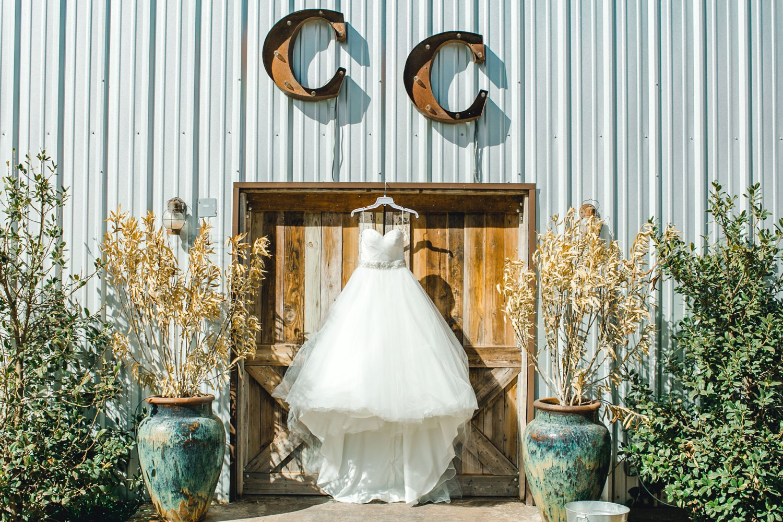 kayla-jacob-dow-cotton-creek-barn-lubbock-wedding-photographer-alleej0009.jpg
