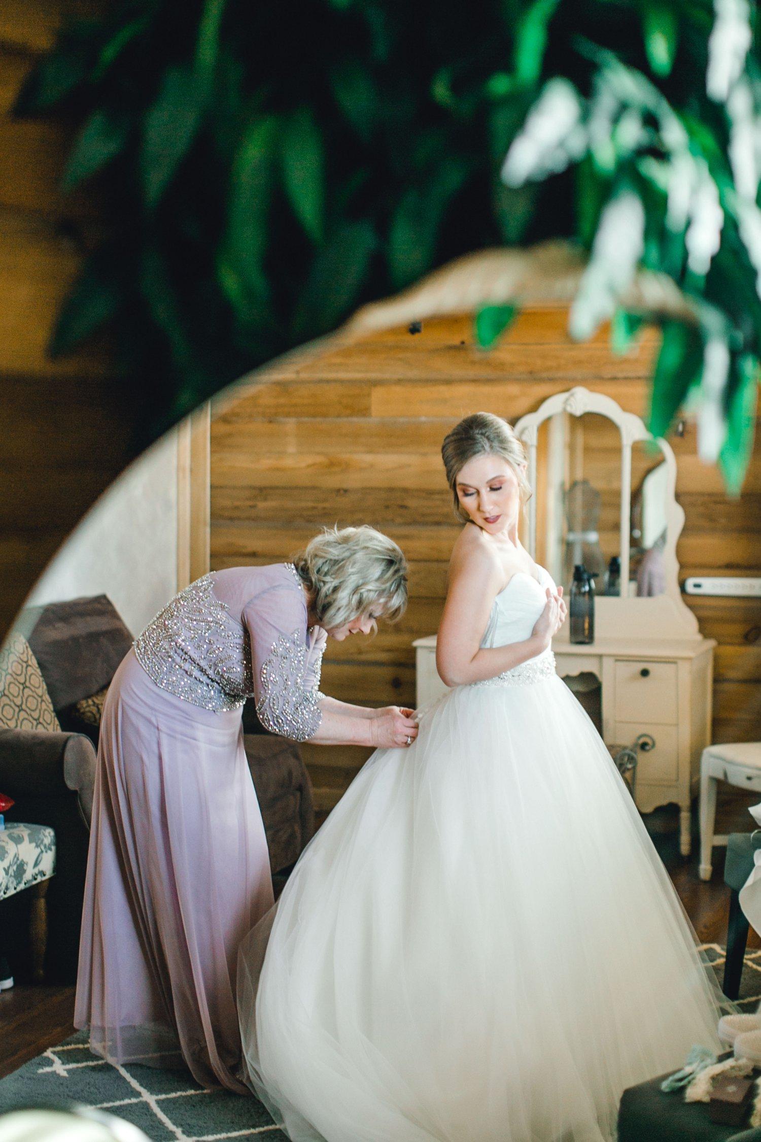 kayla-jacob-dow-cotton-creek-barn-lubbock-wedding-photographer-alleej0016.jpg