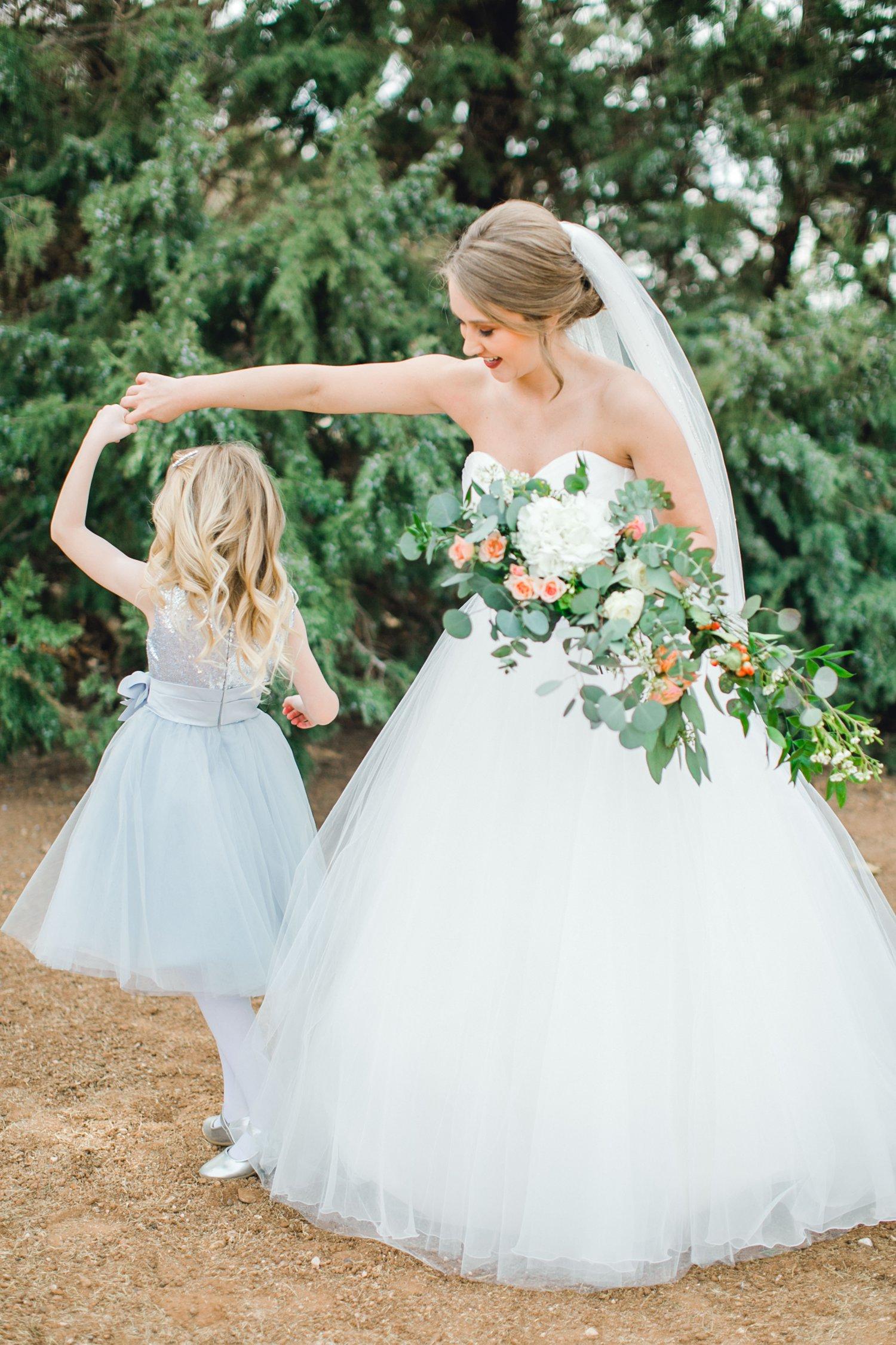 kayla-jacob-dow-cotton-creek-barn-lubbock-wedding-photographer-alleej0022.jpg
