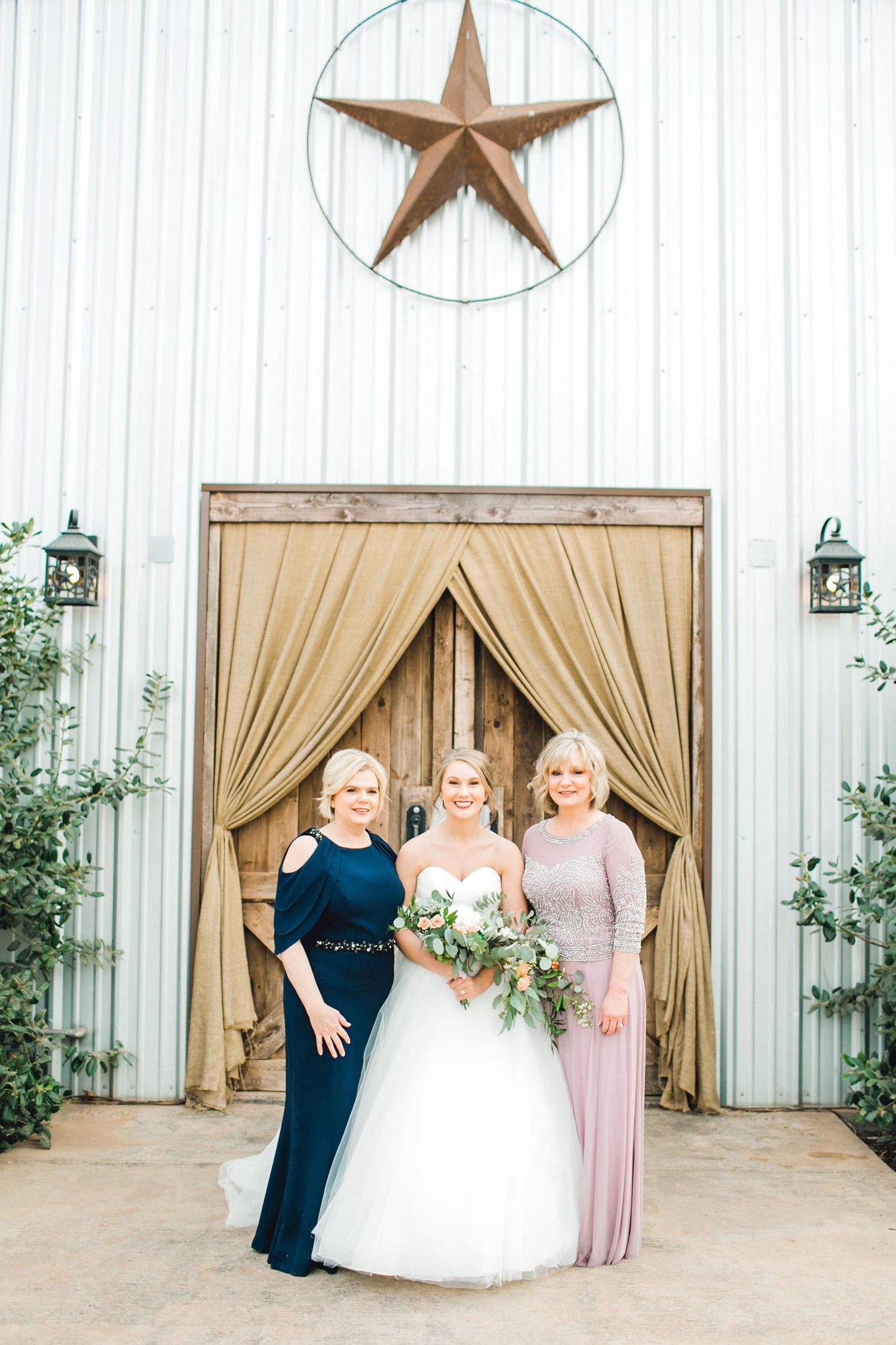 kayla-jacob-dow-cotton-creek-barn-lubbock-wedding-photographer-alleej0036.jpg