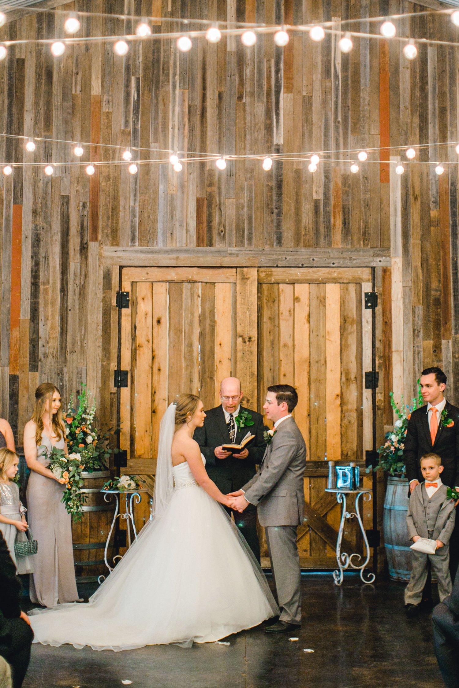 kayla-jacob-dow-cotton-creek-barn-lubbock-wedding-photographer-alleej0086.jpg