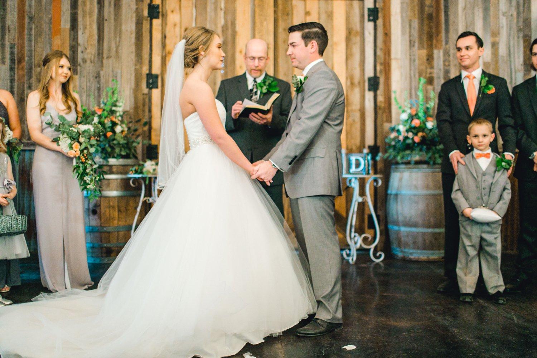 kayla-jacob-dow-cotton-creek-barn-lubbock-wedding-photographer-alleej0091.jpg