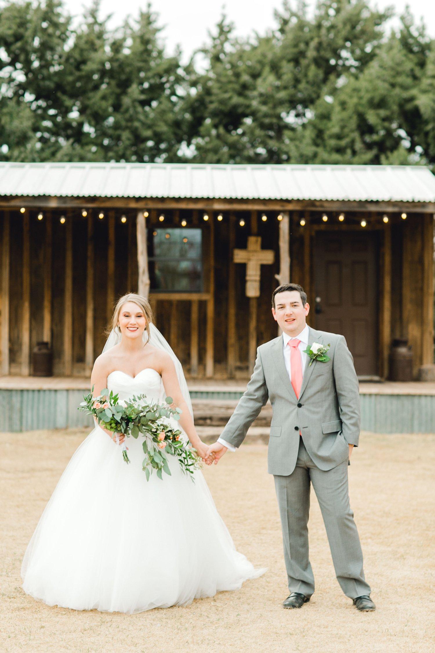 kayla-jacob-dow-cotton-creek-barn-lubbock-wedding-photographer-alleej0098.jpg