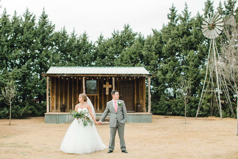 kayla-jacob-dow-cotton-creek-barn-lubbock-wedding-photographer-alleej0102.jpg