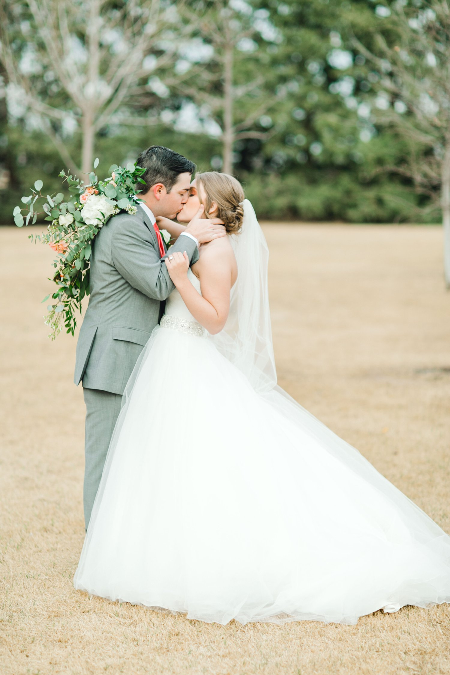 kayla-jacob-dow-cotton-creek-barn-lubbock-wedding-photographer-alleej0105.jpg