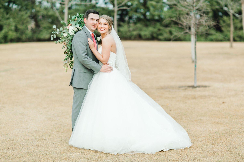 kayla-jacob-dow-cotton-creek-barn-lubbock-wedding-photographer-alleej0113.jpg