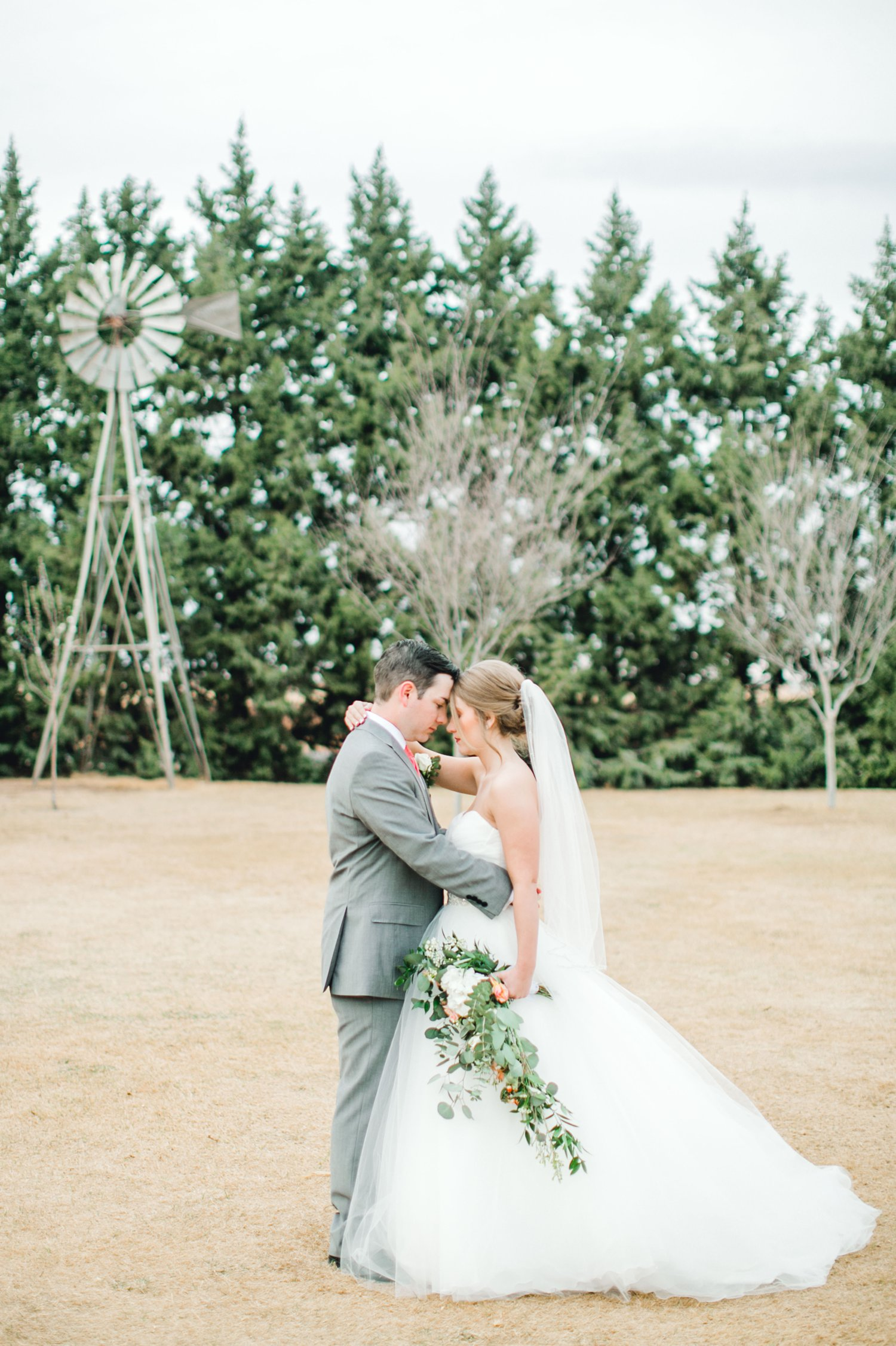 kayla-jacob-dow-cotton-creek-barn-lubbock-wedding-photographer-alleej0117.jpg
