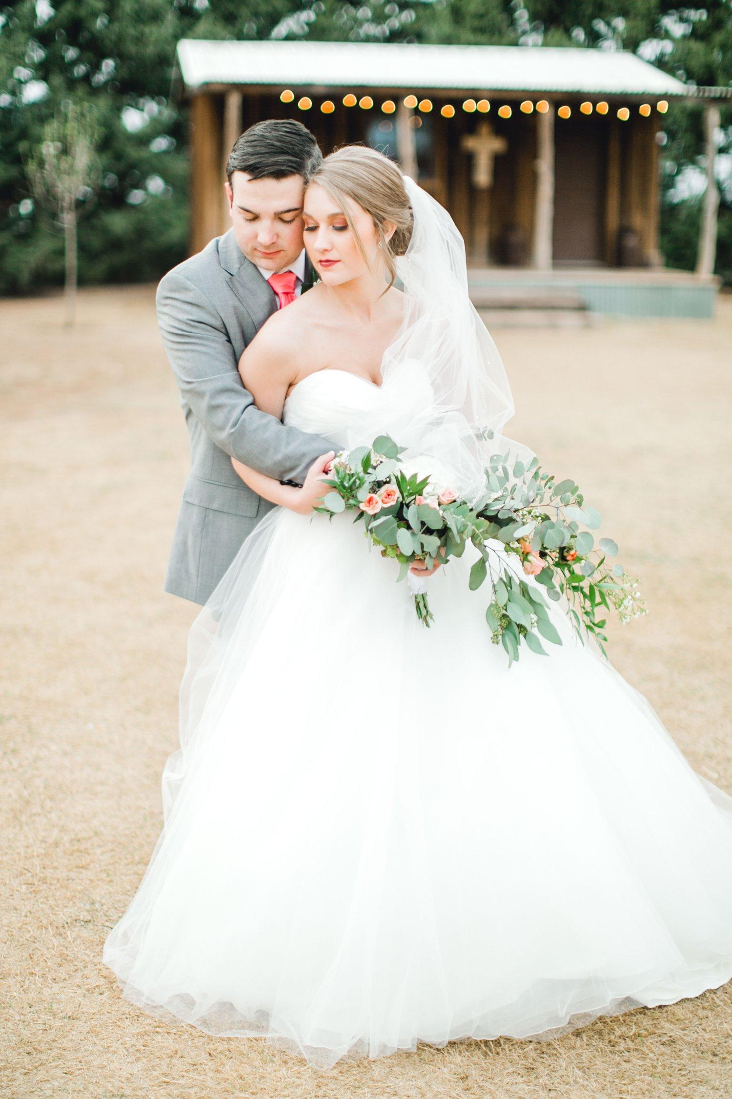 kayla-jacob-dow-cotton-creek-barn-lubbock-wedding-photographer-alleej0120.jpg