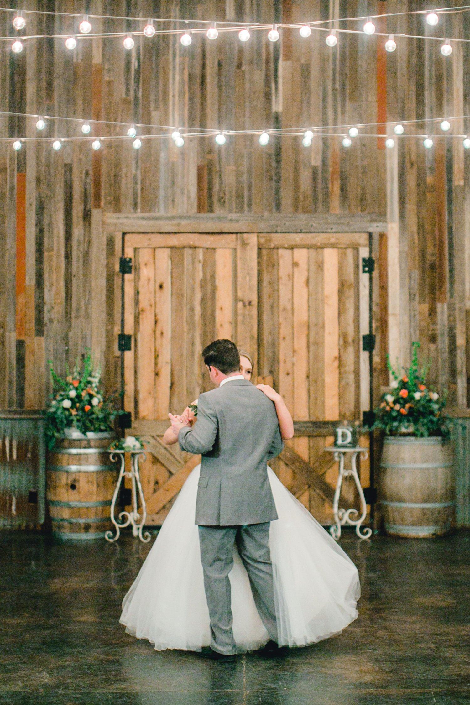 kayla-jacob-dow-cotton-creek-barn-lubbock-wedding-photographer-alleej0137.jpg
