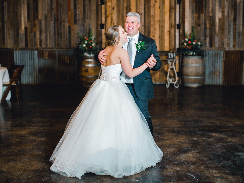 kayla-jacob-dow-cotton-creek-barn-lubbock-wedding-photographer-alleej0141.jpg