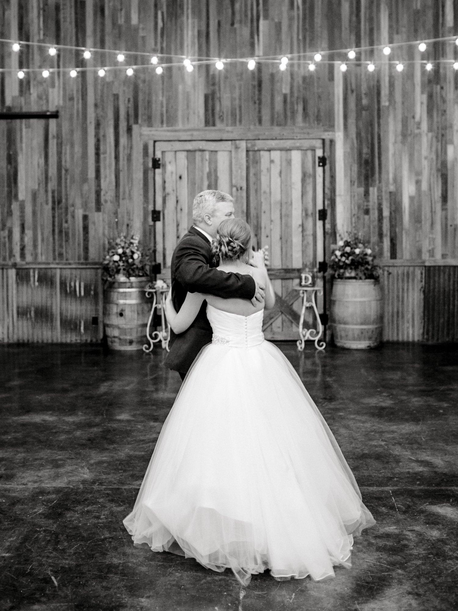 kayla-jacob-dow-cotton-creek-barn-lubbock-wedding-photographer-alleej0142.jpg