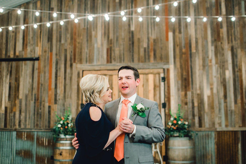 kayla-jacob-dow-cotton-creek-barn-lubbock-wedding-photographer-alleej0144.jpg