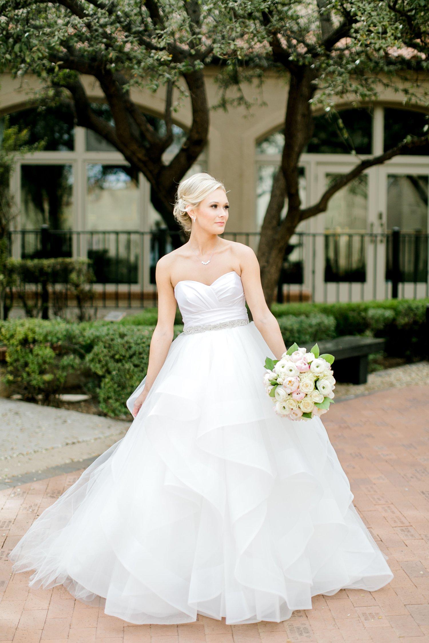 Taylor-Williams-Merket-Alumni-Center-Texas-Tech-Weddings-Lubbock-Photographer_0002.jpg