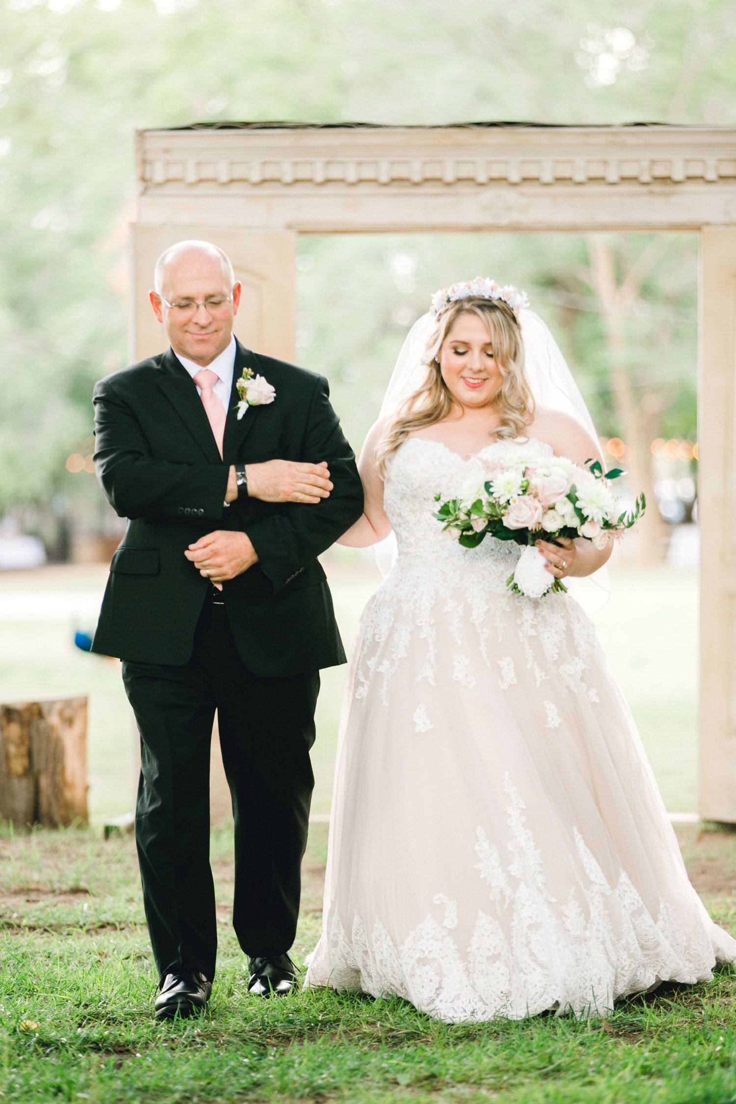 SARAH_AND_GEOFFREY_SHARP_SPIRIT_RANCH_WEDDING_ALLEEJ_LUBBOCK_TX_0036.jpg