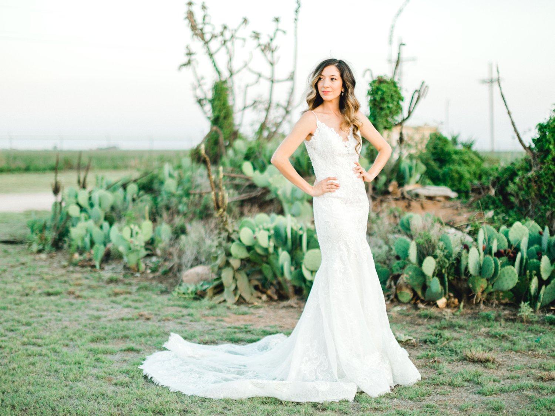 Ashley_Parr_Bridals_ALLEEJ_caprock_winery_romantic_elegant0034.jpg
