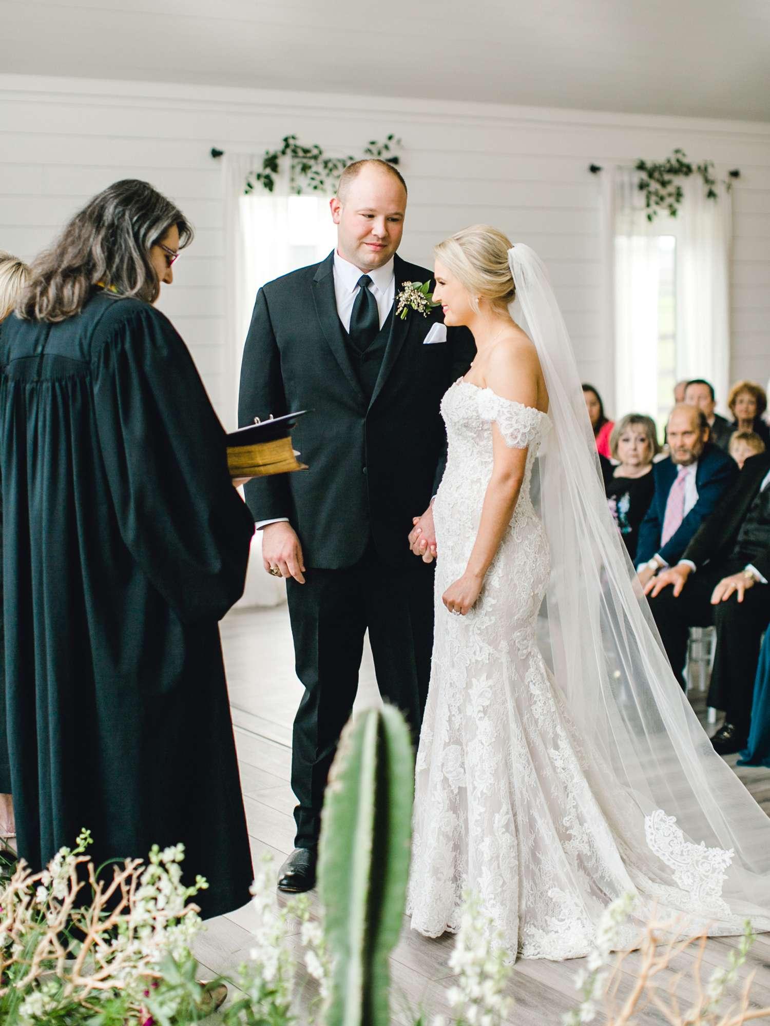 HEBERT_MORGAN_AND_CLAY_ALLEEJ_THE_FARMHOUSE_MONTGOMERY_TEXAS_WEDDING_0087.jpg