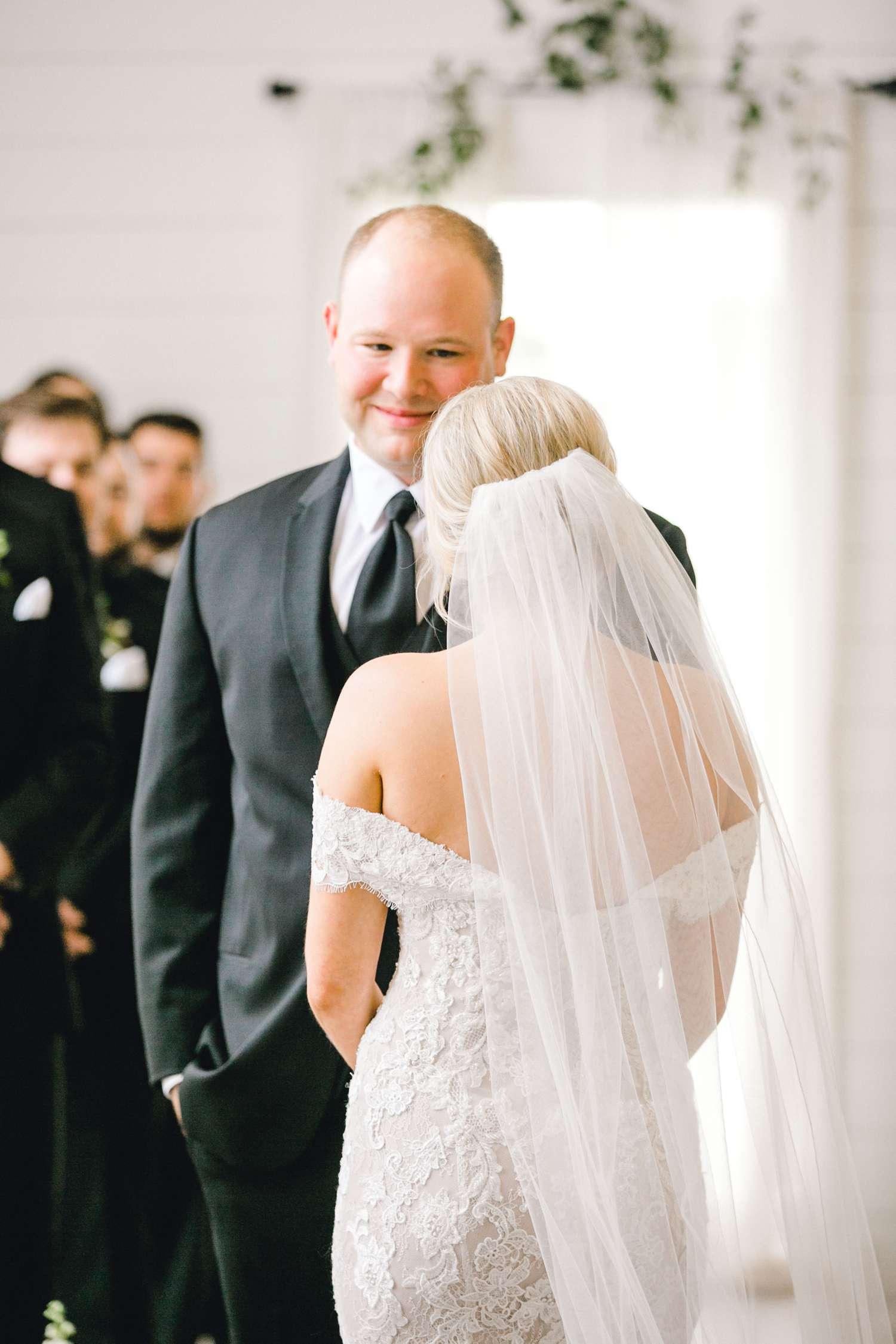 HEBERT_MORGAN_AND_CLAY_ALLEEJ_THE_FARMHOUSE_MONTGOMERY_TEXAS_WEDDING_0100.jpg