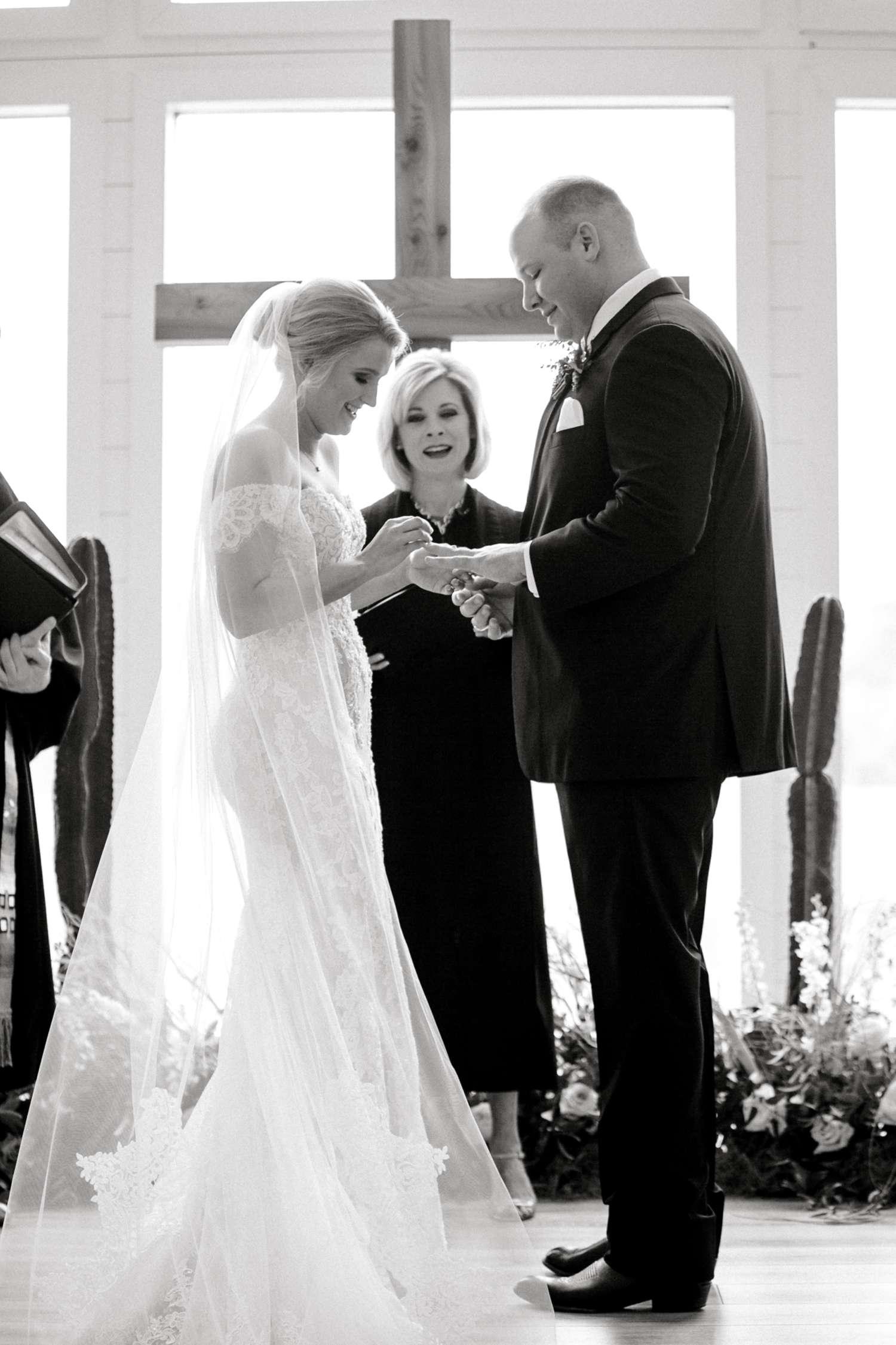 HEBERT_MORGAN_AND_CLAY_ALLEEJ_THE_FARMHOUSE_MONTGOMERY_TEXAS_WEDDING_0110.jpg