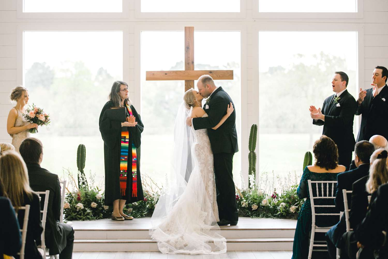 HEBERT_MORGAN_AND_CLAY_ALLEEJ_THE_FARMHOUSE_MONTGOMERY_TEXAS_WEDDING_0112.jpg