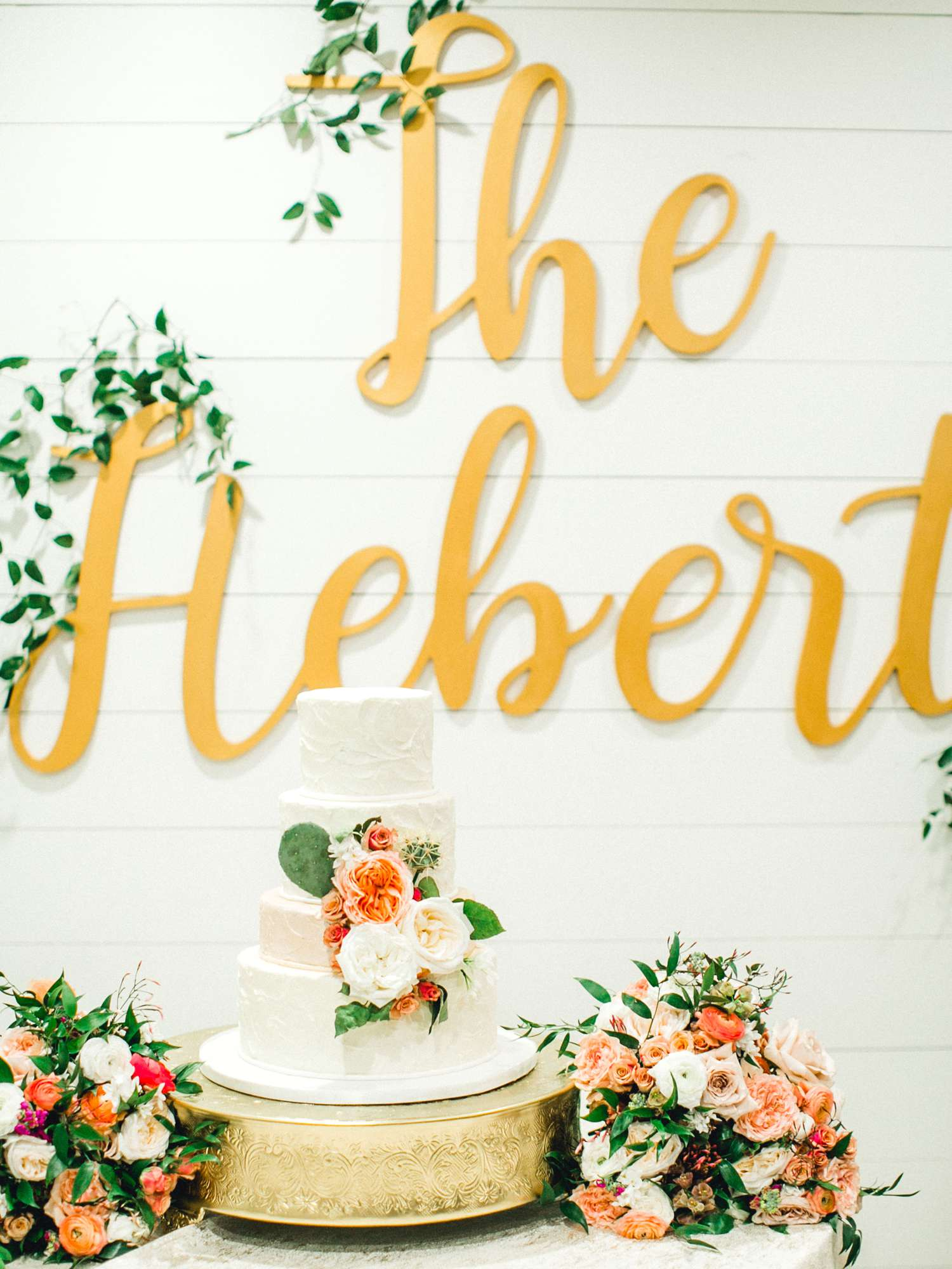 HEBERT_MORGAN_AND_CLAY_ALLEEJ_THE_FARMHOUSE_MONTGOMERY_TEXAS_WEDDING_0117.jpg