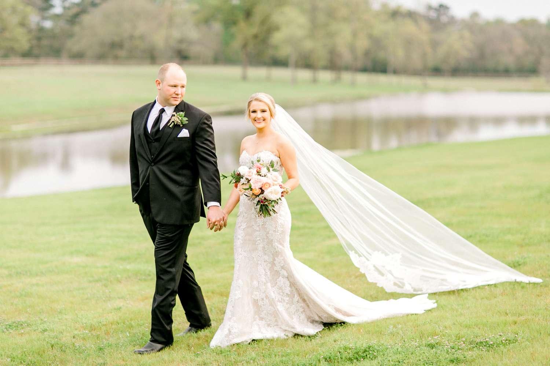 HEBERT_MORGAN_AND_CLAY_ALLEEJ_THE_FARMHOUSE_MONTGOMERY_TEXAS_WEDDING_0133.jpg