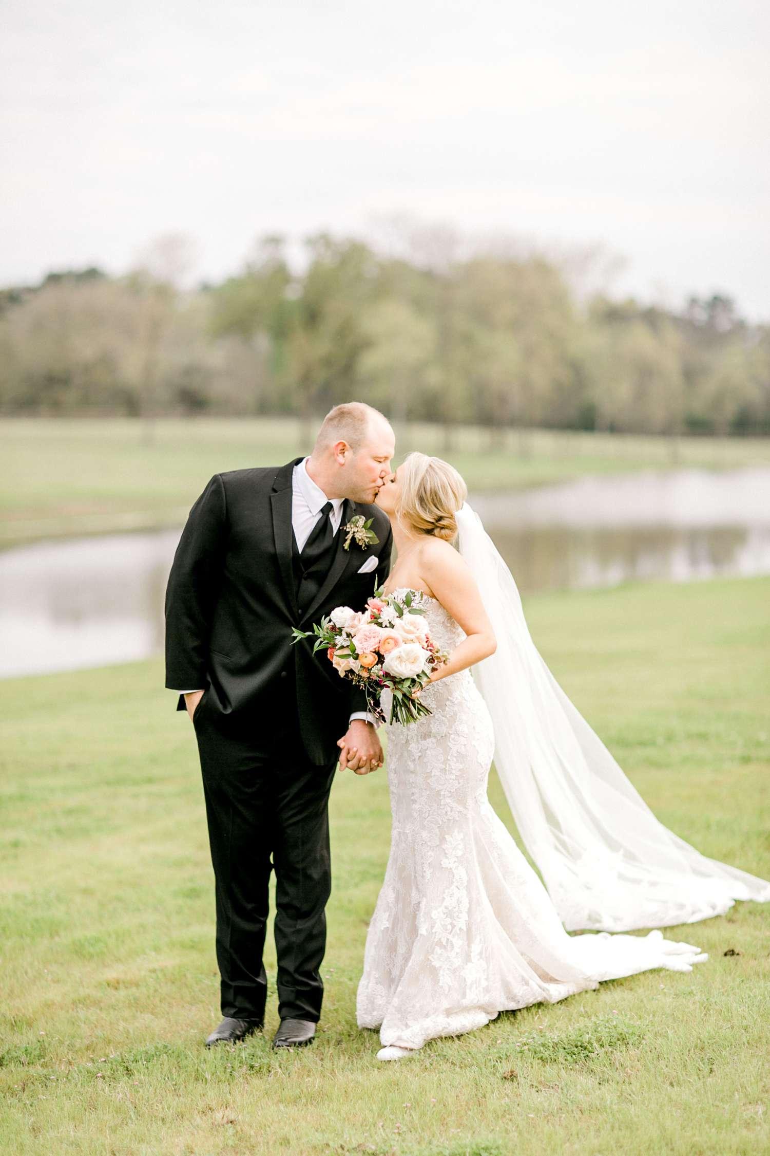 HEBERT_MORGAN_AND_CLAY_ALLEEJ_THE_FARMHOUSE_MONTGOMERY_TEXAS_WEDDING_0136.jpg