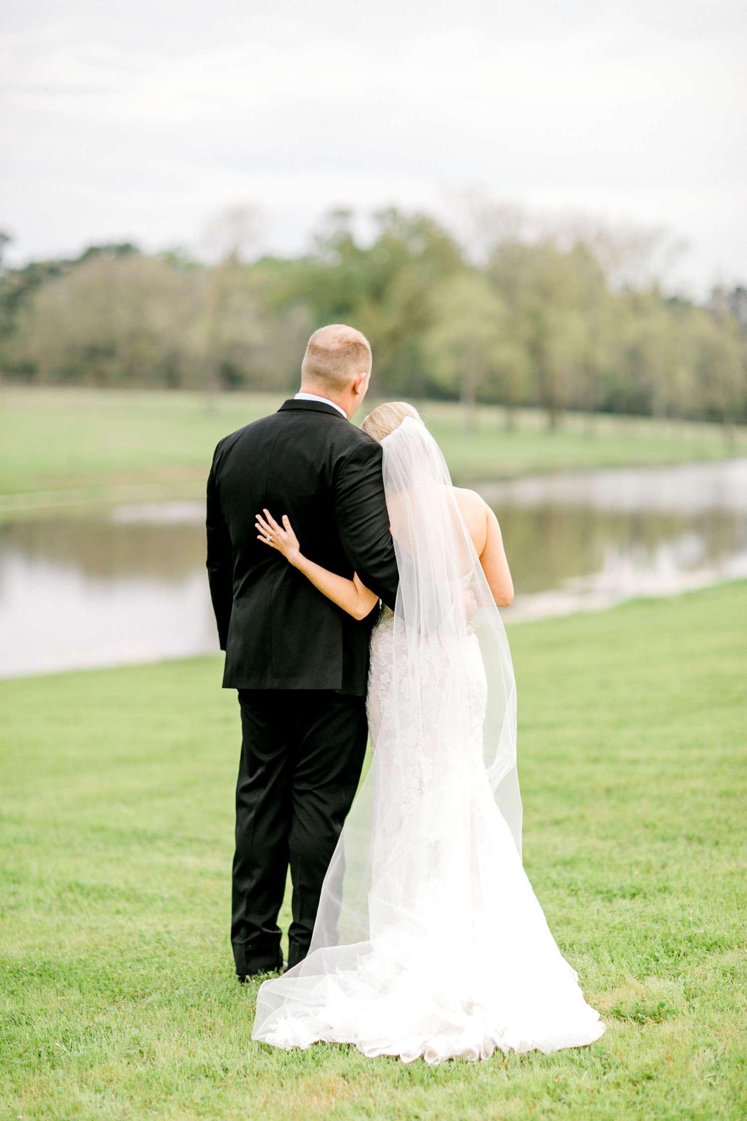 HEBERT_MORGAN_AND_CLAY_ALLEEJ_THE_FARMHOUSE_MONTGOMERY_TEXAS_WEDDING_0140.jpg