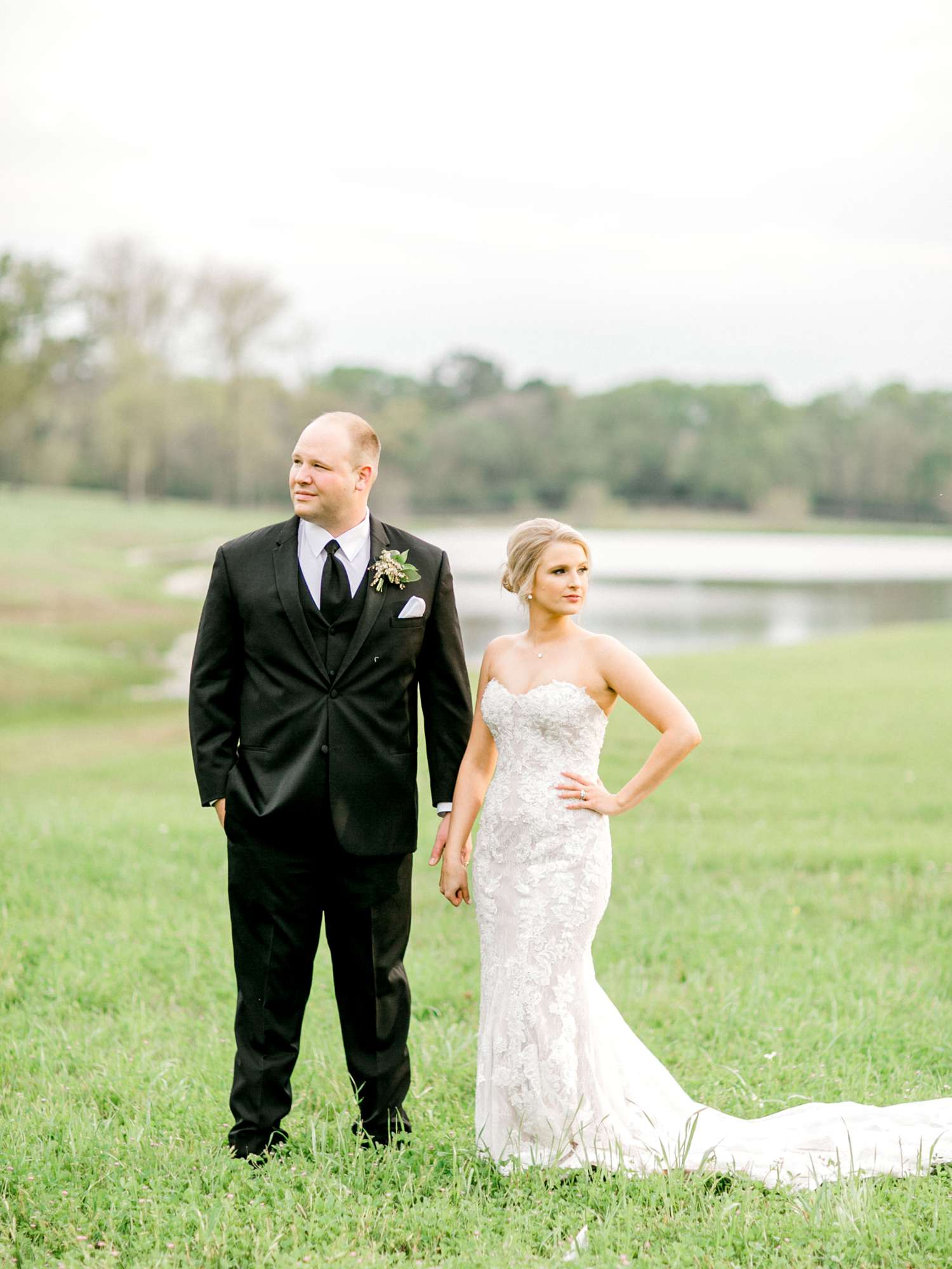 HEBERT_MORGAN_AND_CLAY_ALLEEJ_THE_FARMHOUSE_MONTGOMERY_TEXAS_WEDDING_0143.jpg