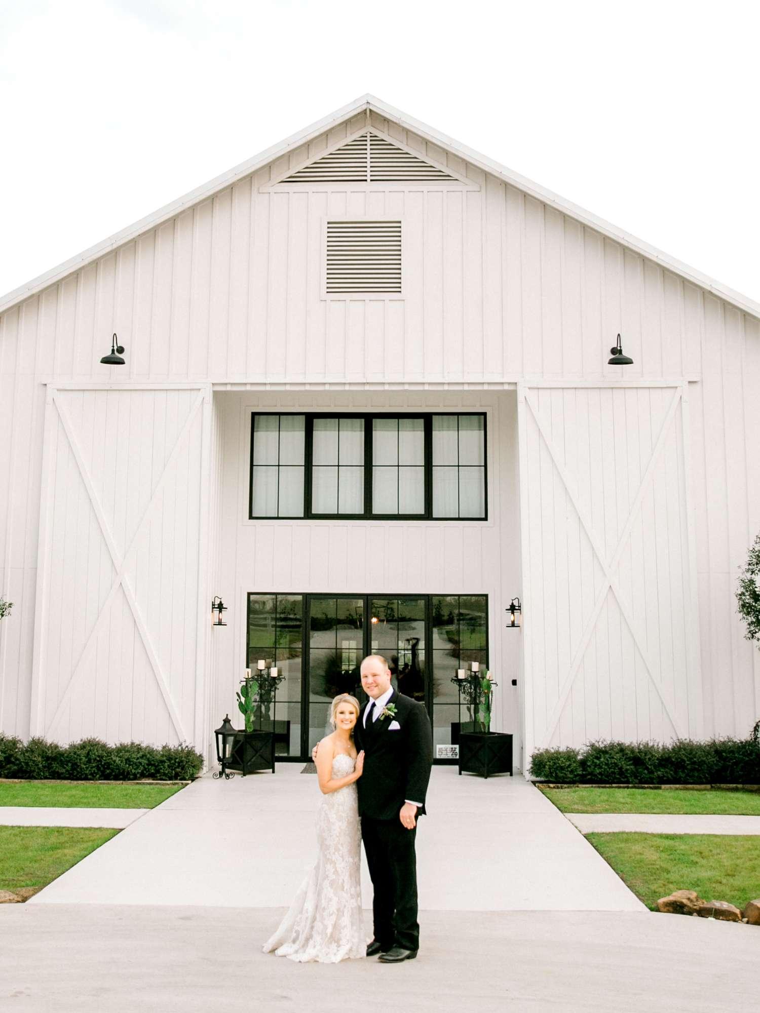 HEBERT_MORGAN_AND_CLAY_ALLEEJ_THE_FARMHOUSE_MONTGOMERY_TEXAS_WEDDING_0147.jpg