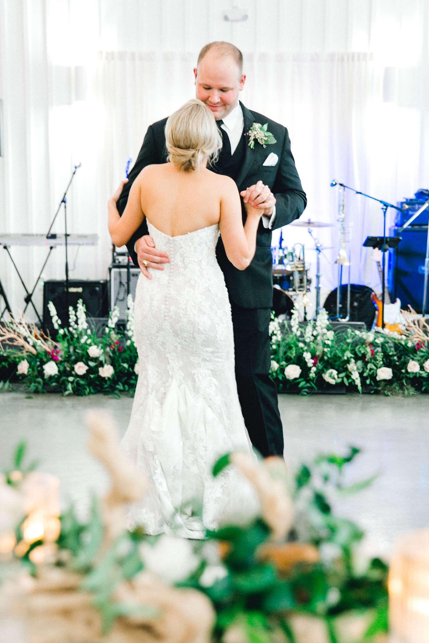 HEBERT_MORGAN_AND_CLAY_ALLEEJ_THE_FARMHOUSE_MONTGOMERY_TEXAS_WEDDING_0168.jpg