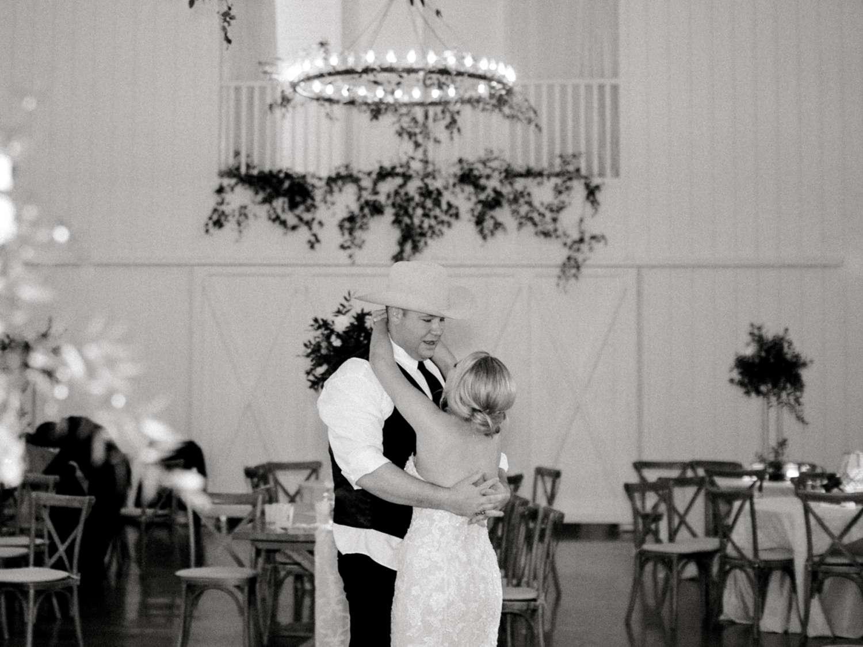 HEBERT_MORGAN_AND_CLAY_ALLEEJ_THE_FARMHOUSE_MONTGOMERY_TEXAS_WEDDING_0245.jpg