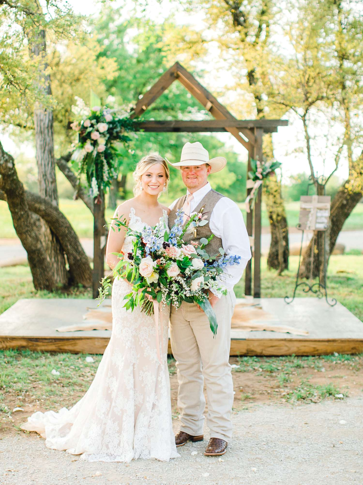 SARAH+TREVOR+BADGETT+SPARROW+CREEK+GRAHAM+TEXAS+ALLEEJ+WEDDINGS_0083.jpg
